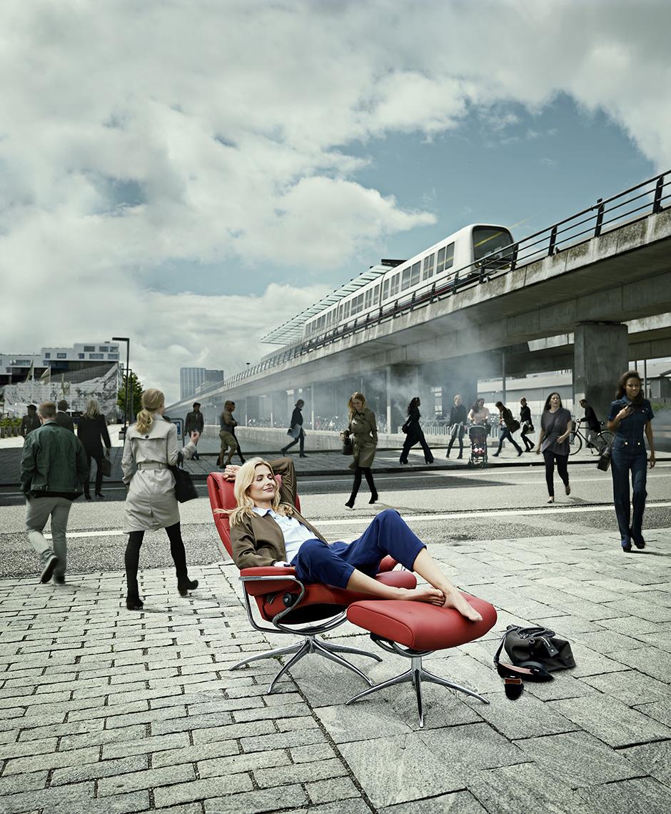 05_Oerestad_v4_Ny_himmel_Metro_dame_CROP_B940